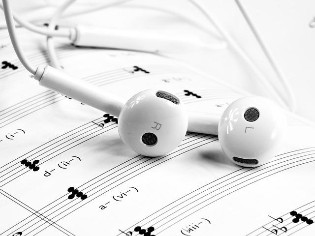 musik noten und kopfhörer